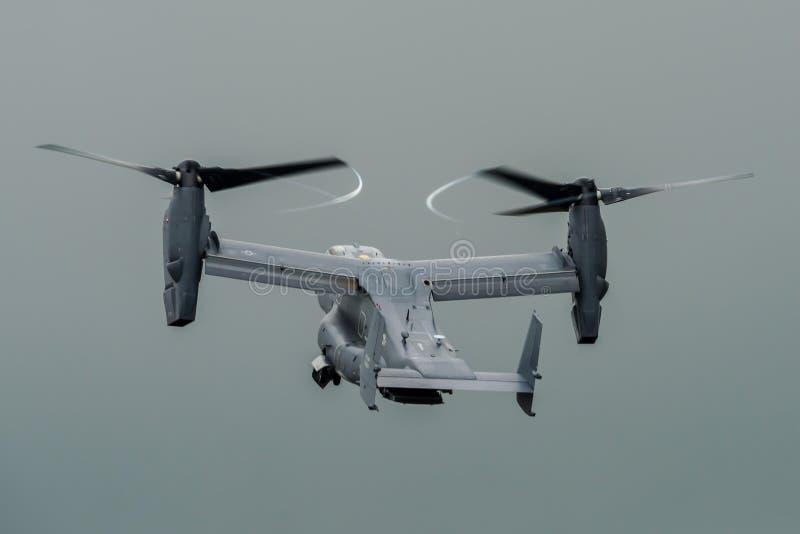 FAIRFORD, REINO UNIDO - 10 DE JULIO: MV-22 Osprey participa en aire tatuaje salón aeronáutico evento el 10 de julio de 2016 inter foto de archivo