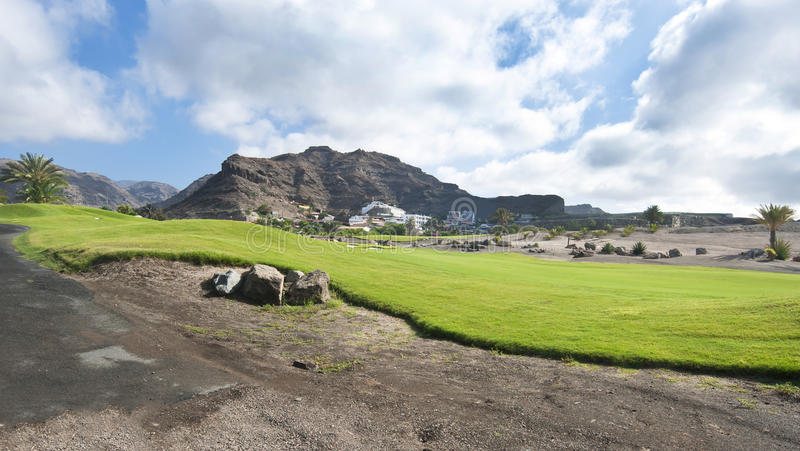 Fairway do campo de golfe no recurso tropical imagem de stock royalty free
