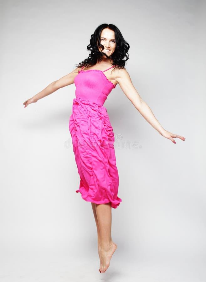 Fairy девушка летания в розовом платье стоковое изображение