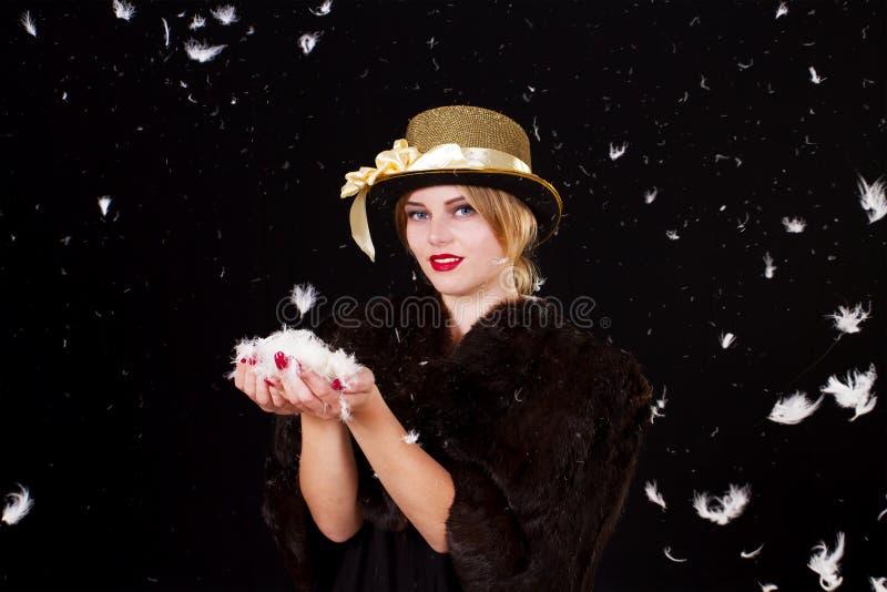 Fairy женщина в дожде пер стоковые фотографии rf