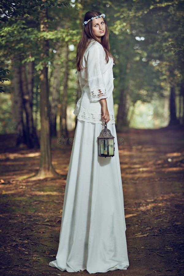 Fairy портрет женщины в лесе стоковая фотография rf