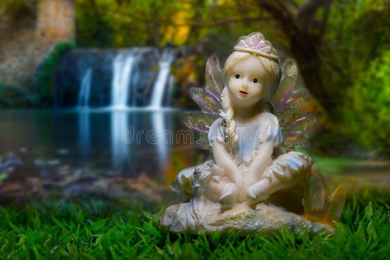 Fairy nella foresta immagine stock