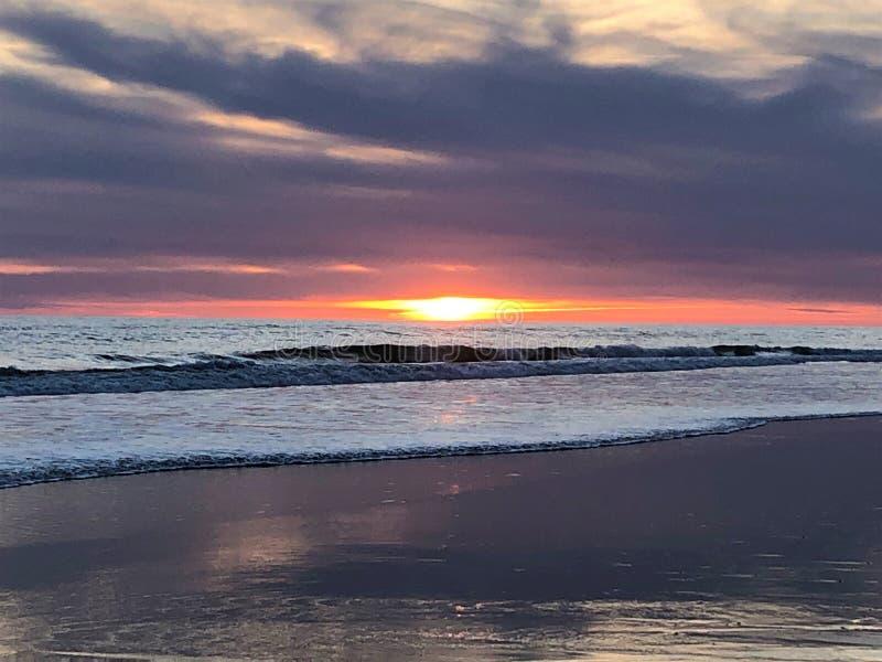 Fairytale en magische zonsondergang in Matalascanas, Huelva Provincie, Andalusia, Spanje stock afbeelding
