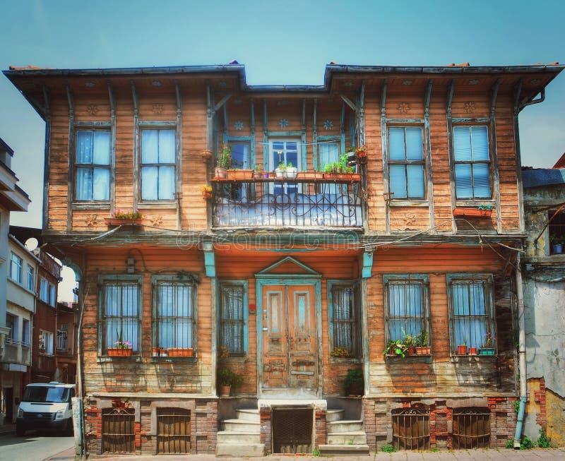 Fairytale oud huis in retro stijl, Turkije stock foto's
