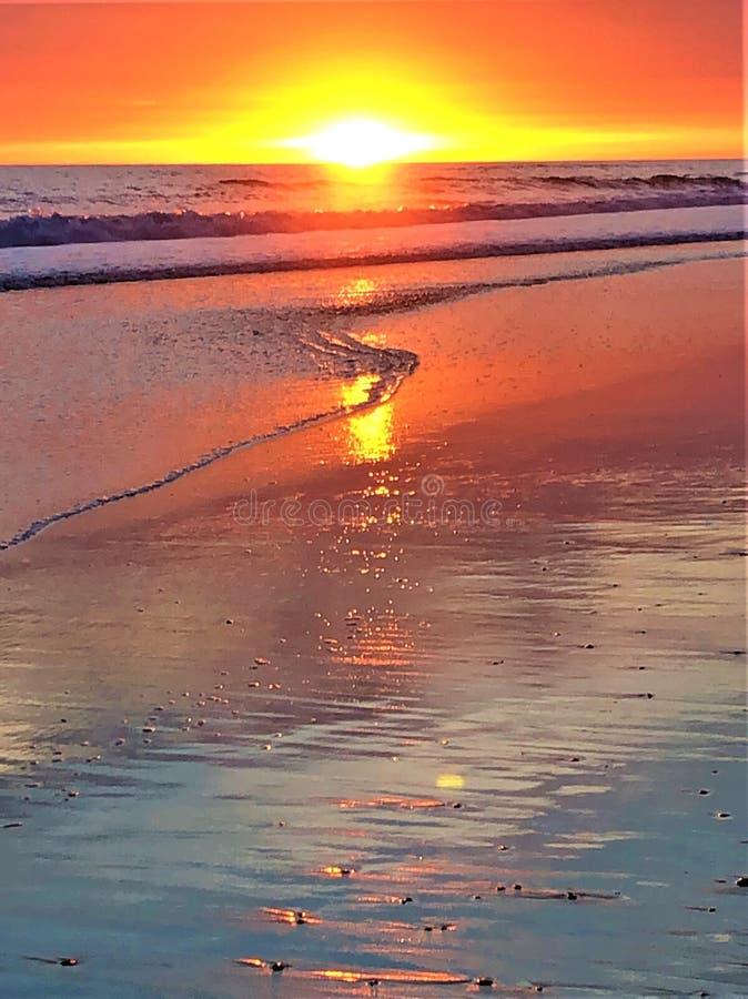 Fairytale, schoonheid, betoverend licht, kleuren en magische zonsondergang in Matalascanas, Huelva Provincie, Andalusia, Spanje royalty-vrije stock foto's