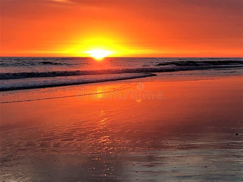 Fairytale, schoonheid, betoverend licht, kleuren en magische zonsondergang in Matalascanas, Huelva Provincie, Andalusia, Spanje royalty-vrije stock afbeeldingen