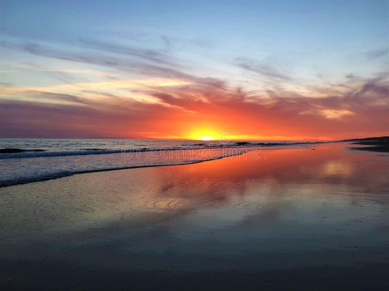 Fairytale, schoonheid, kleuren en magische zonsondergang in Matalascanas, Huelva Provincie, Andalusia, Spanje royalty-vrije stock foto's