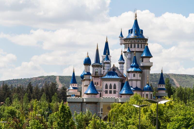 Fairytalekasteel in Park royalty-vrije stock foto