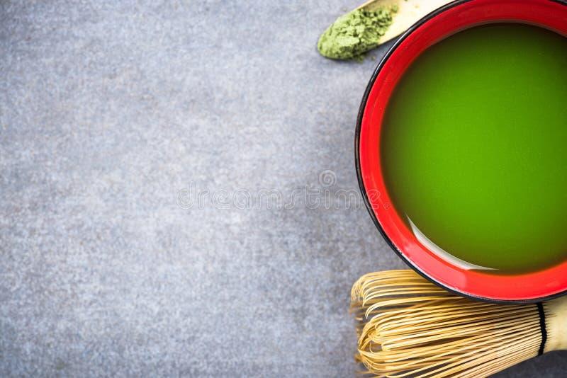 Faisant à atcha la cérémonie de thé vert images libres de droits