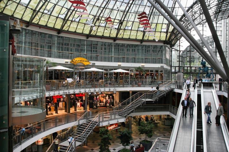 Faisant des emplettes à Iéna, l'Allemagne image stock