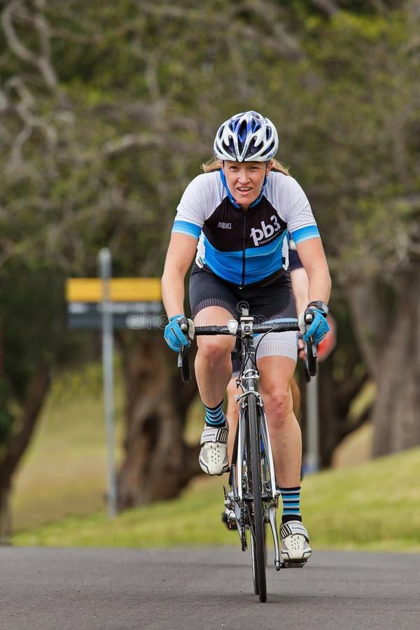 Faisant un cycle en parc centennal, Sydney photographie stock libre de droits