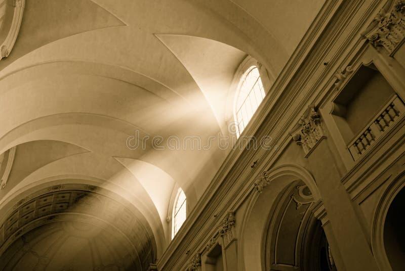 Faisceau d'église et de soleil images libres de droits