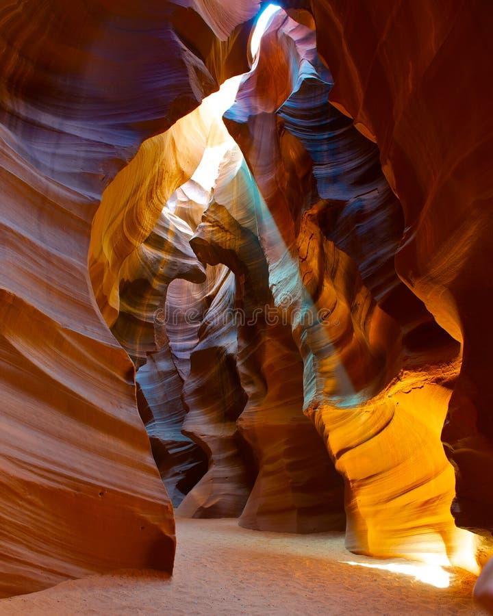 Faisceau de lumière brillant par la gorge de fente. images libres de droits