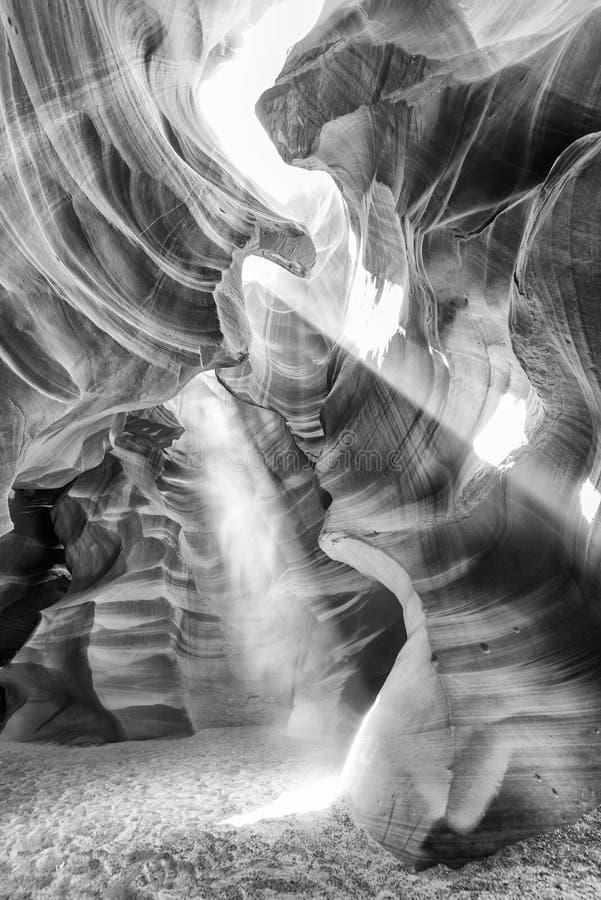 Faisceau lumineux de Canyonwith de fente supérieure d'antilope dans le canyon, page images stock
