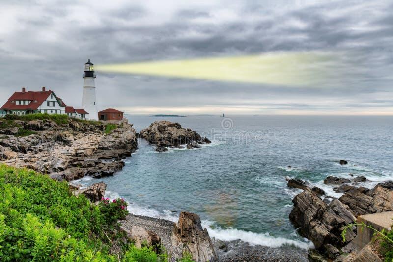Faisceau lumineux de phare de Portland dans le cap Elizabeth, Maine, Etats-Unis image stock