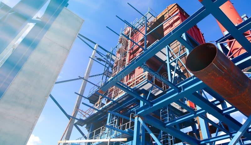 faisceaux de grues sur la construction de l'usine industrielle photo stock
