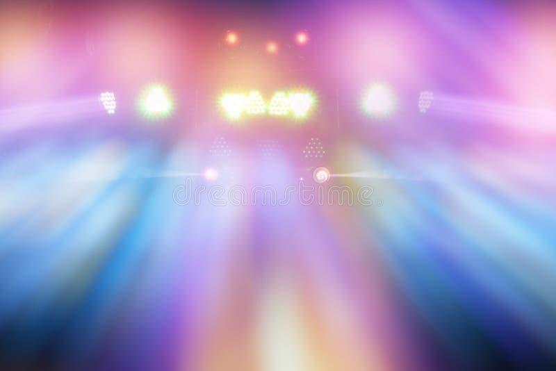 Faisceaux lumineux multicolores de l'étape photographie stock