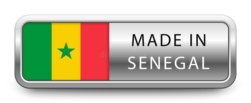FAIT DANS l'insigne métallique du SÉNÉGAL avec le drapeau national d'isolement sur le fond blanc illustration libre de droits
