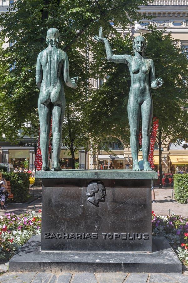 Fait et fable de sculpture en parc d'esplanade helsinki image stock