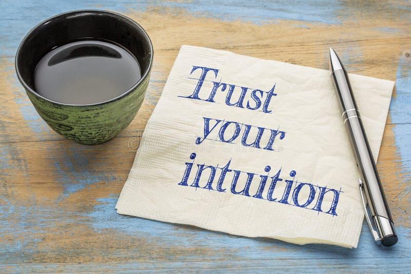 Faites confiance à votre intuition - concept de serviette photographie stock