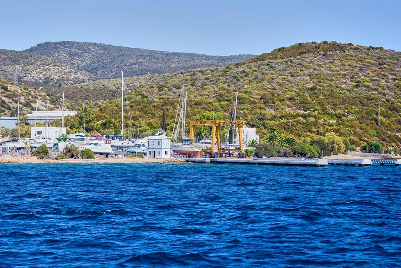 Faites de la navigation de plaisance sur la mer, belle baie en Turquie, Bodrum Côte égéenne photo libre de droits