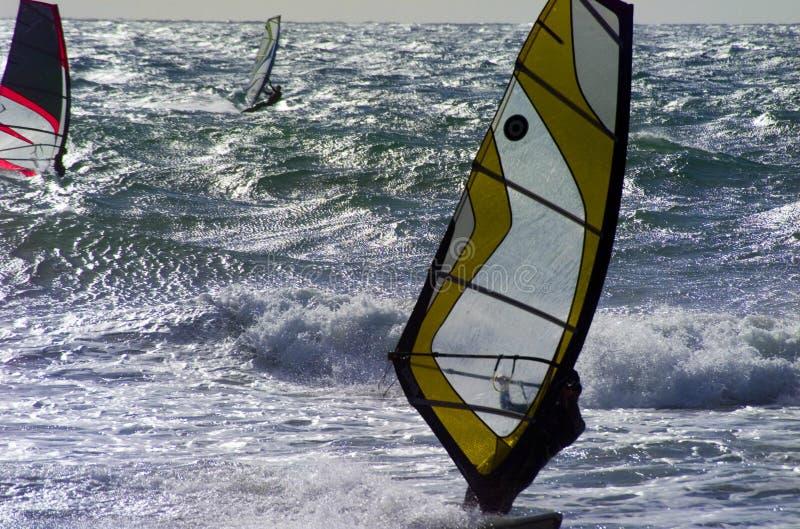 Faites de la planche à voile dans Menorca images stock