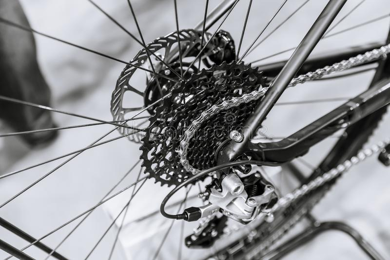 Faites du vélo le frein à disque et le dérailleur arrière de chaîne de vitesse photo libre de droits