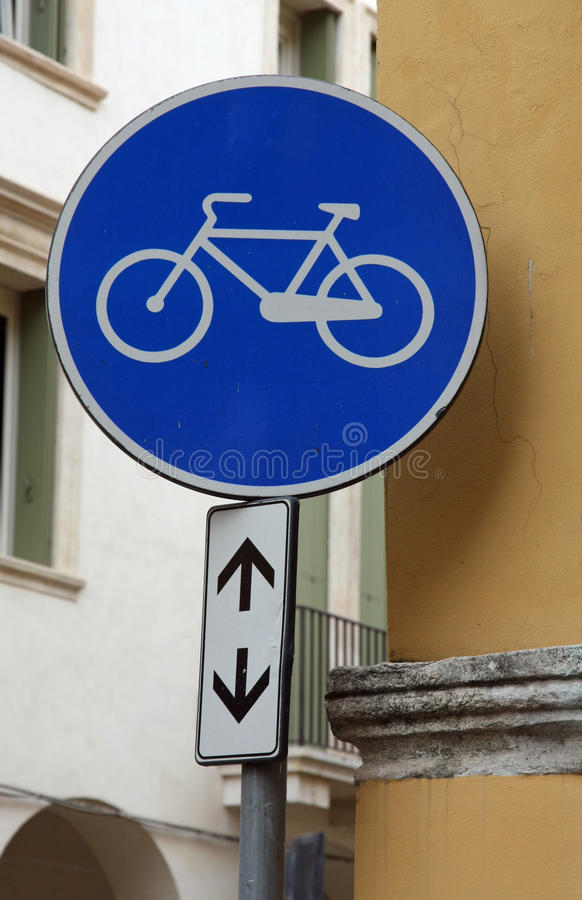 Faites du vélo le signe de journal avec un vélo conçu image stock