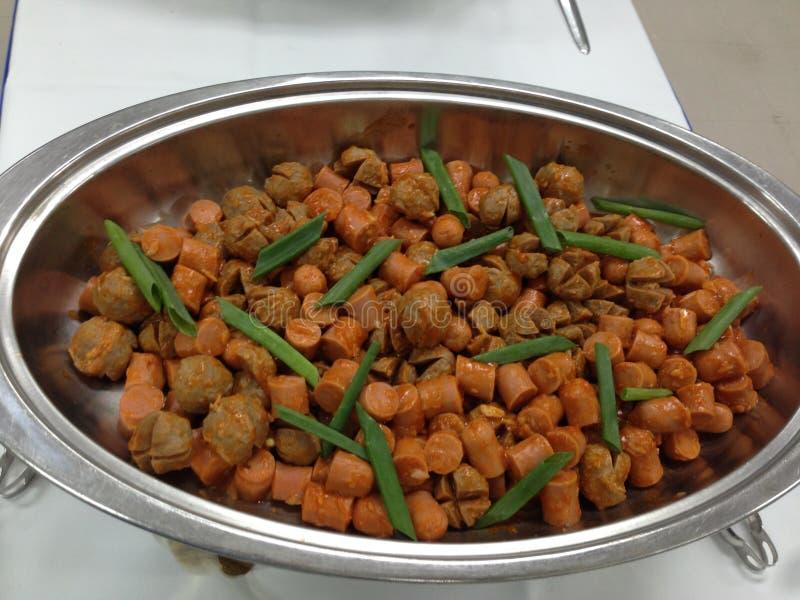 Faites sauter la sauce à huître de saucisse de boulette de viande images libres de droits