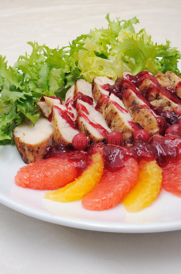 Download Faixa ââbaked Cortada Com Molho De Airela Foto de Stock - Imagem de alimento, jantar: 29826074