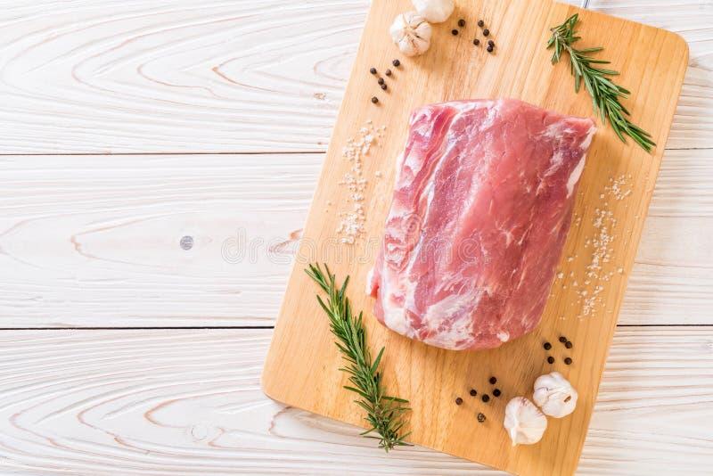 faixa crua da carne de porco fresca fotografia de stock royalty free