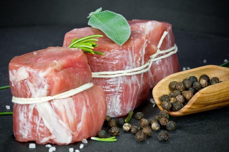 Faixa rara da carne de porco com pimenta imagem de stock royalty free