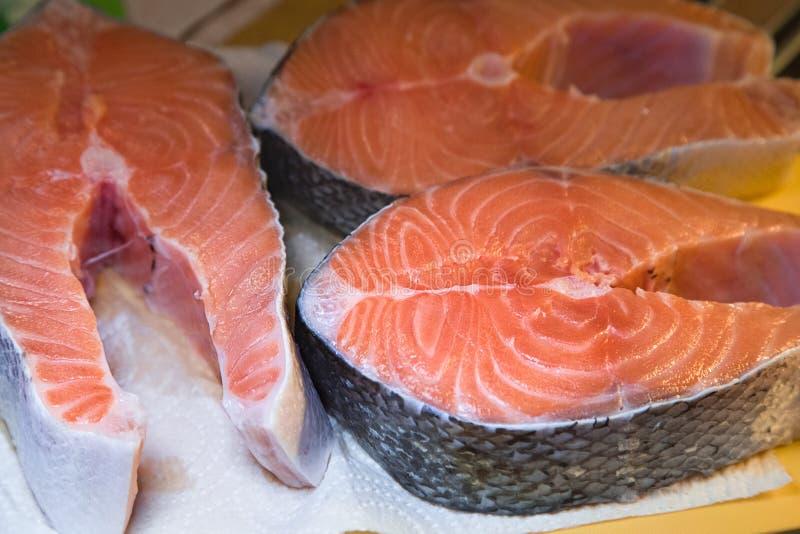 Faixa Salmon crua Três bifes de salmões frescos cozinhar fotografia de stock
