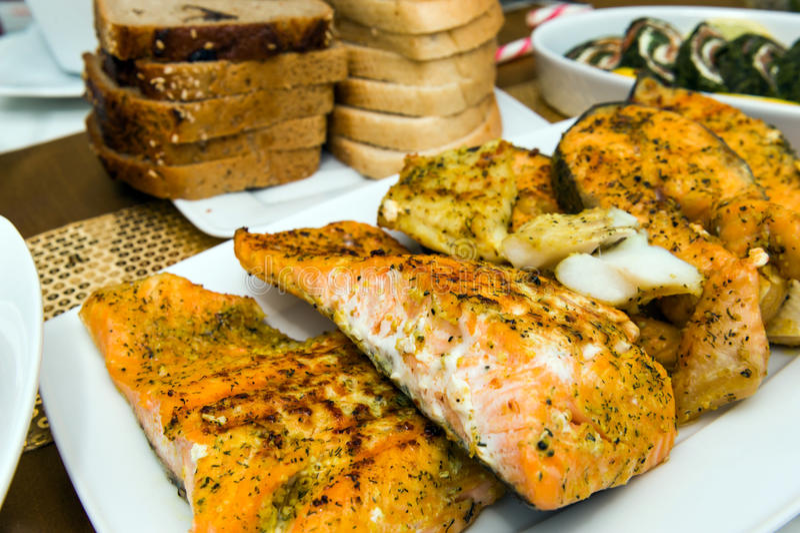 Faixas salmon Roasted imagens de stock