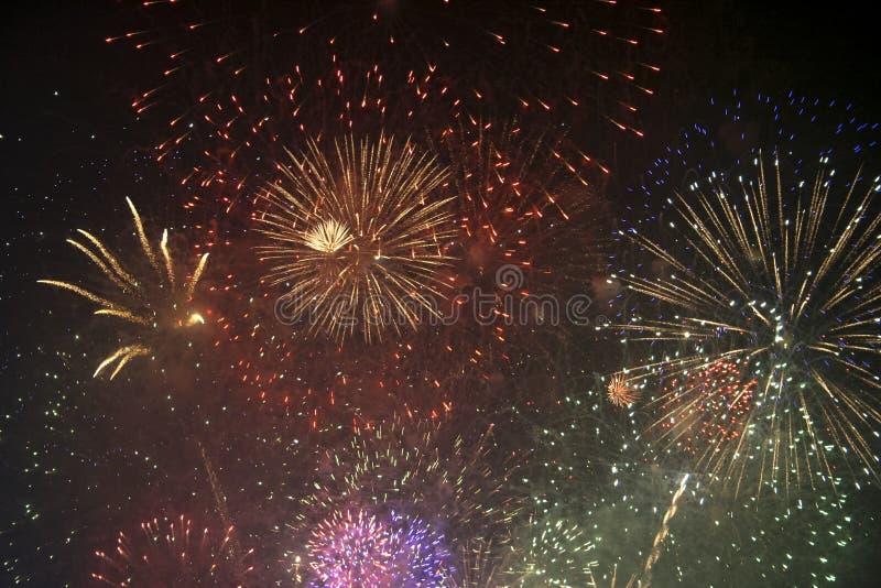 Fajerwerków gody świętujący w Walencja Hiszpania dla FALLAS przy nite pokazem fotografia royalty free
