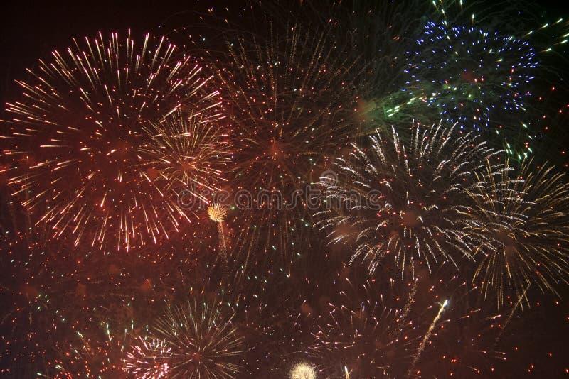 Fajerwerków gody świętujący w Walencja Hiszpania dla FALLAS przy nite pokazem zdjęcie stock