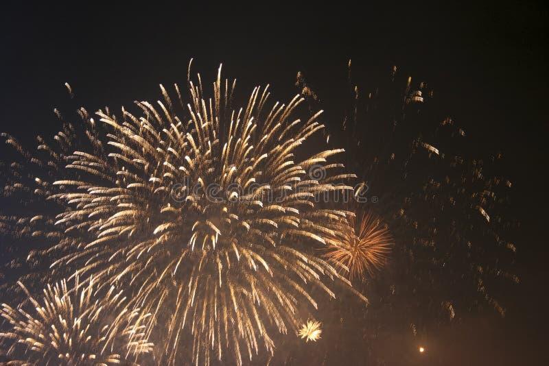 Fajerwerków gody świętujący w Walencja Hiszpania dla FALLAS przy nite pokazem zdjęcia stock