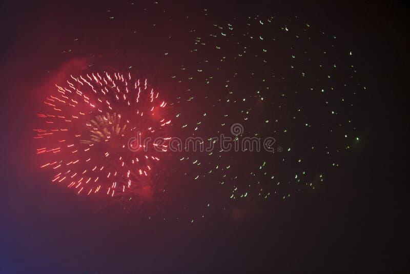 Fajerwerków gody świętujący w Walencja Hiszpania dla FALLAS przy nite pokazem obrazy stock
