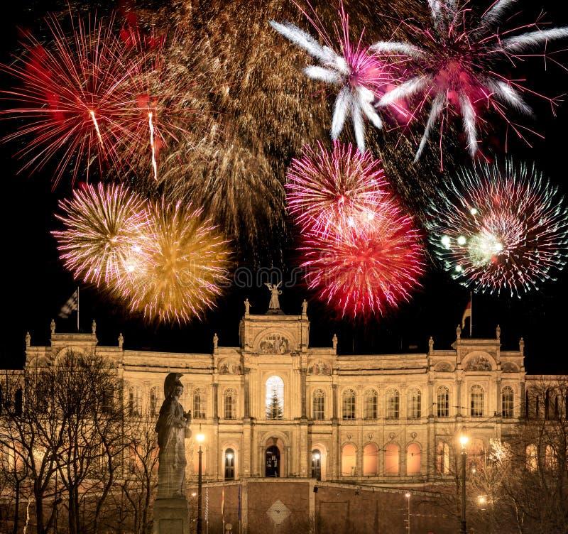 Fajerwerk disply nad bavarian parlament w Monachium zdjęcia royalty free