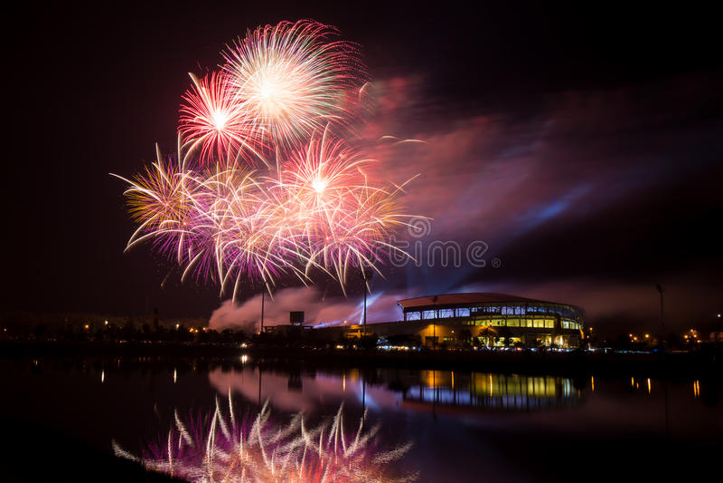 Fajerwerk nad stadium w nighttime fotografia royalty free