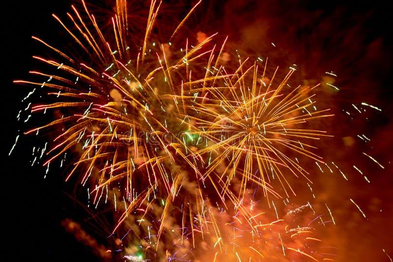 Fajerwerk podczas świętowania w ciemnym niebie obraz royalty free