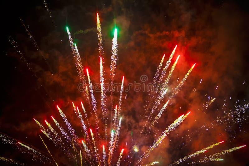 Fajerwerki na czerwonym niebie obrazy royalty free