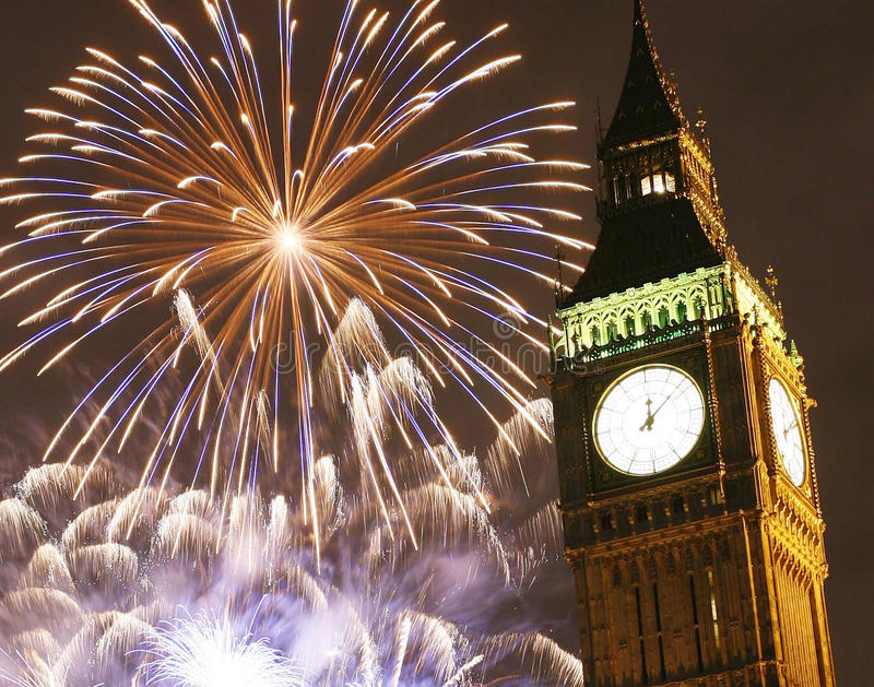 2013, fajerwerki nad Big Ben przy północą zdjęcia stock