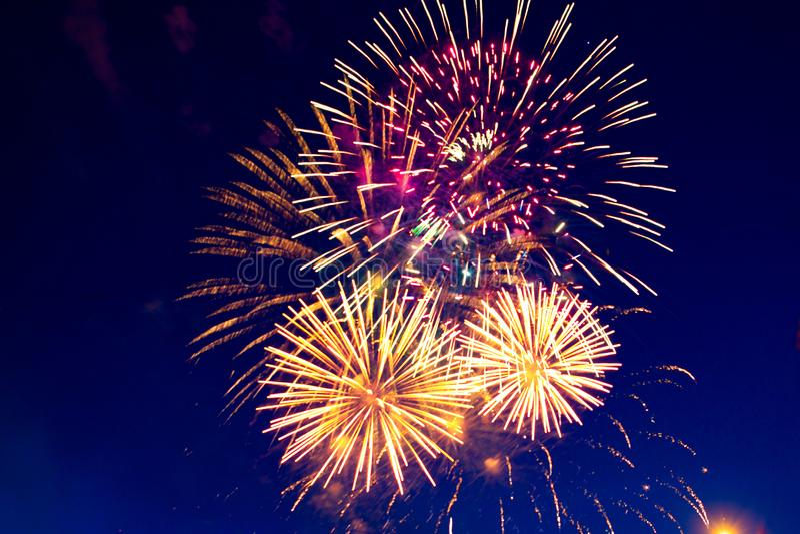 Fajerwerki Pięć - Pięć fajerwerków wybuch przy 4th Lipa świętowanie w Stany Zjednoczone zdjęcie stock