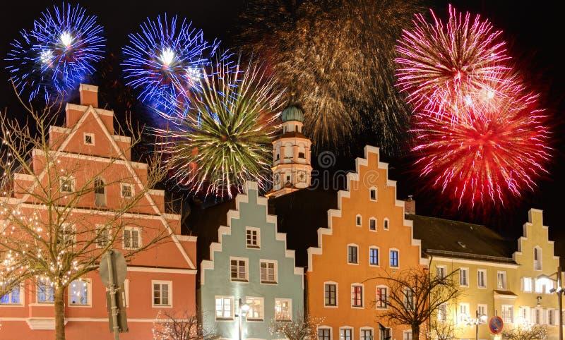 Fajerwerki przy miastem Schrobenhausen przy nocą fotografia royalty free