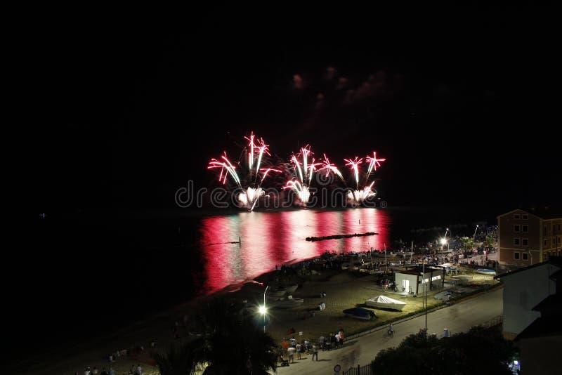 Fajerwerki przy morzem zdjęcie royalty free
