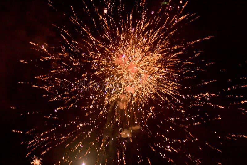 Fajerwerki przy nocą w niebie 13 fotografia stock