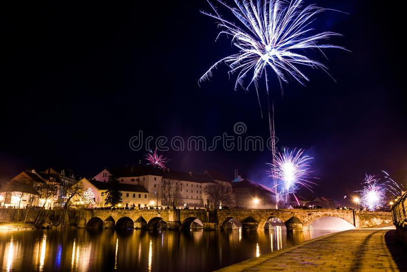 Download Fajerwerki Przy Nowym Rokiem W Pisek Zdjęcie Stock - Obraz złożonej z landmark, budynek: 106917974