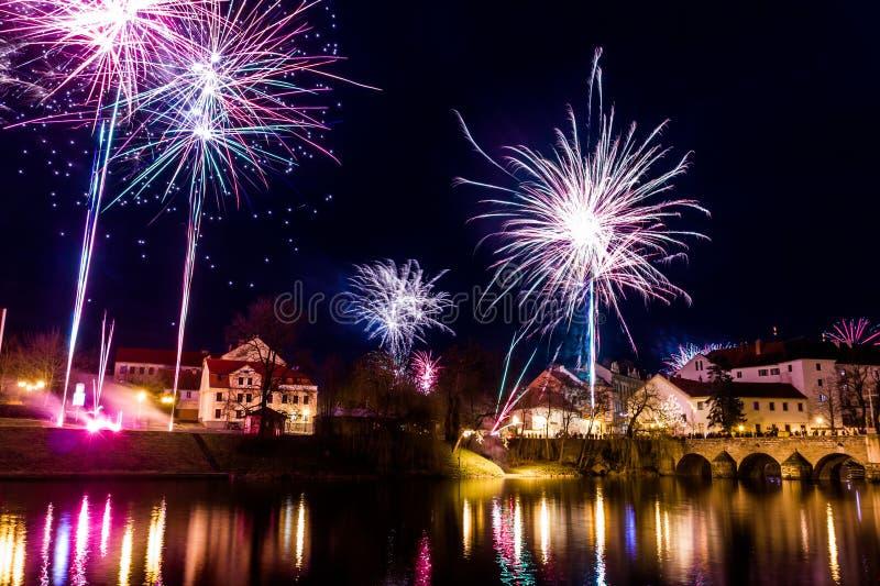 Download Fajerwerki Przy Nowym Rokiem W Pisek Zdjęcie Stock - Obraz złożonej z fajerwerk, krajobraz: 106918012
