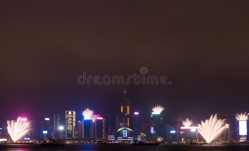 Fajerwerki w Hong Kong nowego roku świętowaniu 2017 przy Wiktoria schronieniem przy nocą zdjęcia stock